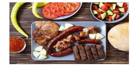 580 din za 800 g mešanog mesa sa krompirom za dvoje (pileći file,kobasica,svinjski file,slanina)+dve kupus salate+dve lepinje-Magija MB!