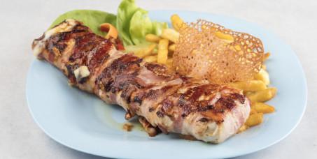 """690 din za specijalitet """"Magija"""" za dve osobe (pileći file, slanina, kačkavalj) + dve teleće čorbe + dve kupus salate u restoranu Magija u Kneza Miloša!"""