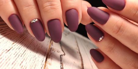 790 din za izlivanje noktiju sa gelom u boji+ukrašavanje-cirkoni, gliteri-SL MIKKA-Belville!
