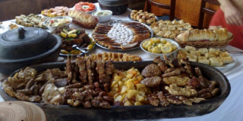 1690 din za banatski ručak (čorba,glavno jelo sa dnevnog menija,salata,hleb,desert) + jahanje konja sa instruktorom u restoranu 100 TOPOLA na Ergeli Bata Crepaja!