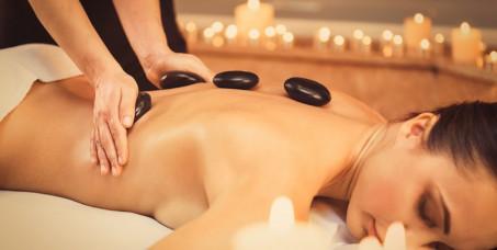 990 din za 2 masaže celog tela toplim kamenjem (40 min) + pakovanje đumbir i cimet (20 min) u studiju lepote HEDONA u TC Enjub!
