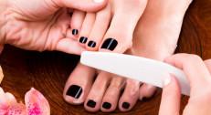 1290 din za medicinski pedikir (sređivanje zanoktica, sečenje noktiju, kutikula)+gel lak (ojačavanje noktiju) ili gel lak po izboru+masaža i piling stopala u salonu Krasiva!