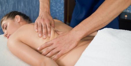 980 din za antistres masažu celog tela (40min) + pakovanje od čajnog drveta (20min) u studiju lepote HEDONA u TC Enjub!