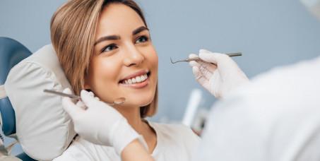 990 din za ultrazvučno uklanjanje čvrstih i mekih naslaga i poliranje zuba + gratis stomatološki pregled -u SO Identity!