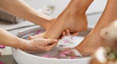 790 din za spa estateki pedikir sa masažom stopala (sređivanje,kupka, piling, masaža stopala, lakiranje)-BB SAN-Zemun!