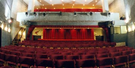 """400 din za kartu za predstavu """"Ma...skinućeš se ti"""" u Pozorištu Slavija na Slaviji! Termin predstave je 28.09. u 20h!"""
