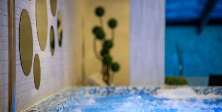 20500 din za spa night&romantic paket za dvoje (dva noćenja za dvoje)+gratis dve relax masaže po 30 min+vino+svakodnevno korišćenje spa zone(bazen,đakuzi,slana soba,sauna,parno kupatilo)-Forest Club!