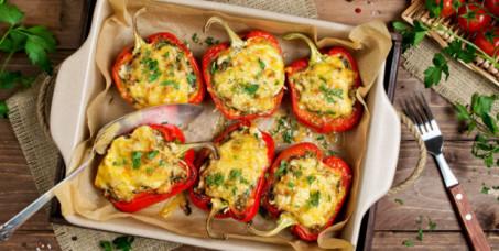 890 din za vegeterijanski tanjir za dvoje (pohovana paprika sa sirom, pohovani kačkavalj, pečurke na žaru punjene sirom, pomfrit) u restoranu Konoba Akustik na Dorćolu!