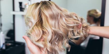 850 din za pramenove u 3 boje ili ombre pramenove + šišanje + feniranje + pakovanje kose u salonu Megga Beauty! Popust 73%!