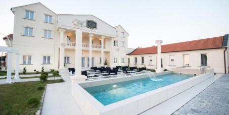 3990 din za romantično noćenje za dvoje (flaša vina, romantično dekorisana soba, doručak) u vili Palace u Novom Sadu!